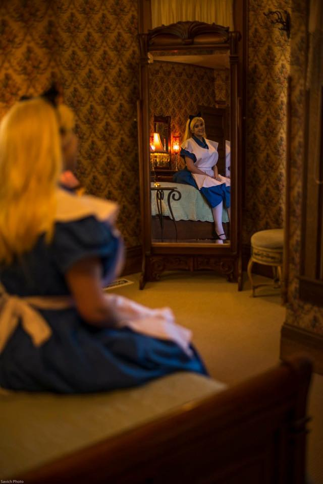 Alice in Wonderland cosplay by Lochlan O'Neil